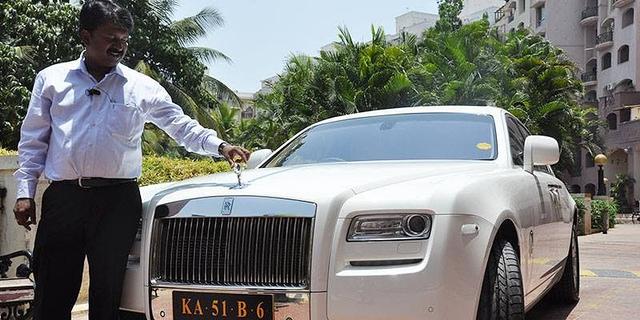 Dari Sehari Seribu, Tukang Cukur Ini jadi Miliarder Punya 400 Mobil Mewah (1)