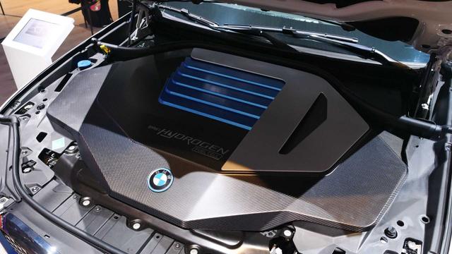 Mobil Hidrogen BMW iX5 Meluncur, Tenaganya Bisa Tembus 369 dk (862432)