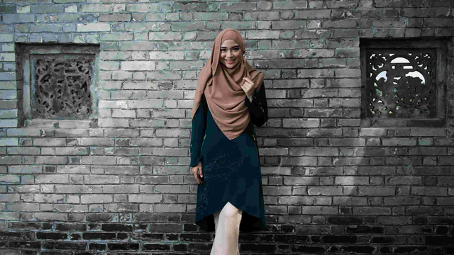 6 Inspirasi Perpaduan Warna Baju dan Jilbab yang Cantik! (9569)