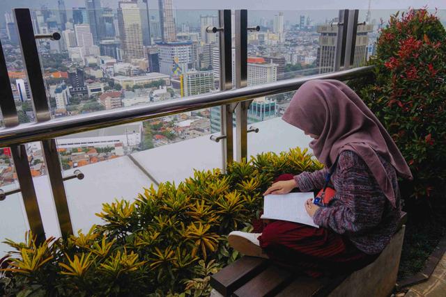 Baju Ungu Cocok dengan Jilbab Warna Apa Ya? Cek Referensinya di Sini! (756058)