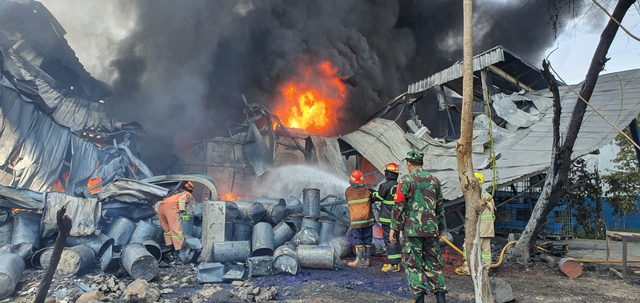 Tak Ada Korban Jiwa dalam Insiden Terbakarnya Pabrik Karung di Depok (88298)