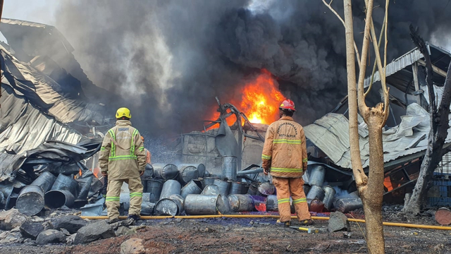Tak Ada Korban Jiwa dalam Insiden Terbakarnya Pabrik Karung di Depok (88297)