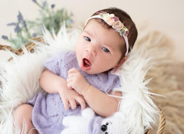 Cara Membersihkan Lidah Bayi yang Bisa Dicoba (646785)