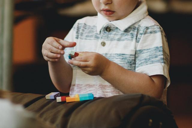 Tanda Awal Autisme yang Perlu Orang Tua Waspadai  (8413)