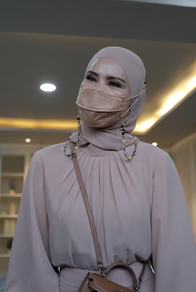 Angel Lelga: Vicky Prasetyo Terpukul saat Saya Minta Cerai, Dia Gak Lepasin Saya (106043)