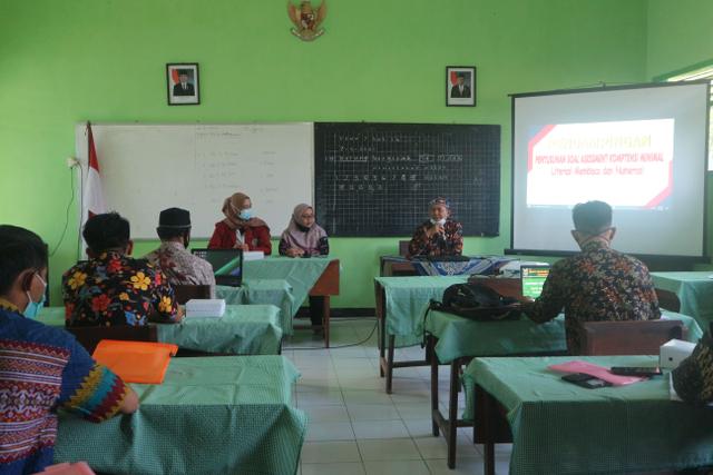 Mahasiswa PMM-UMM Menerapkan Penyusunan AKM di Gugus V Kec. Tumpang, Kab. Malang (146267)