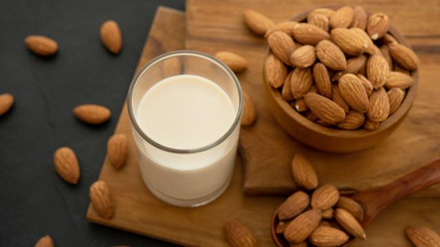 Manfaat Susu Almond bagi Ibu Menyusui (999571)