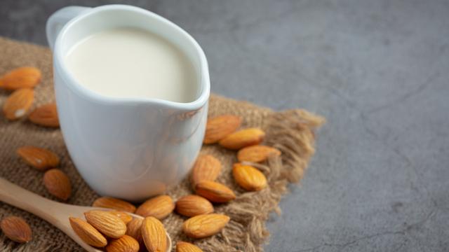 Manfaat Susu Almond bagi Ibu Menyusui (999572)