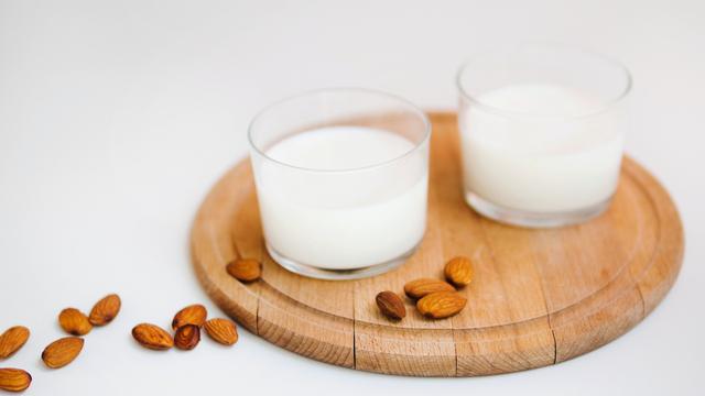 Manfaat Susu Almond bagi Ibu Menyusui (999573)