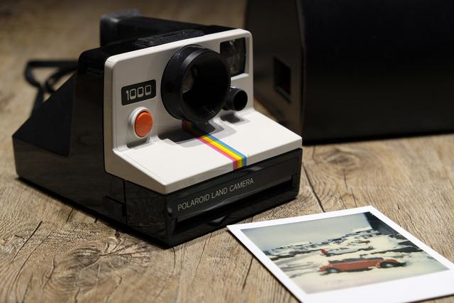 Tips Fotografi: Cara Merawat Hasil Foto Polaroid Agar Tak Mudah Pudar (149792)