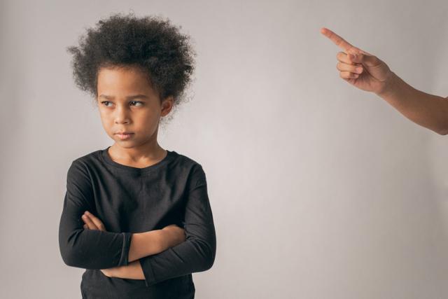 Hukuman untuk Anak Berbeda dengan Pendisiplinan (1017870)
