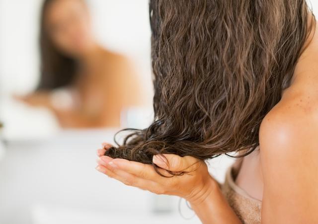 Punya Rambut Keriting? Ini 5 Hal yang Harus Diperhatikan saat Perawatan (386713)