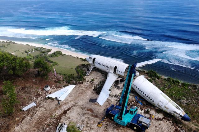 Foto: Mengubah Bangkai Pesawat Jadi Destinasi Wisata Baru di Bali (149296)