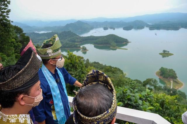 Sandiaga Uno Gandeng YouTuber Promosikan Objek Wisata Puncak Kompe Kampar Riau (13036)