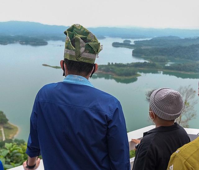 Sandiaga Uno Gandeng YouTuber Promosikan Objek Wisata Puncak Kompe Kampar Riau (13035)