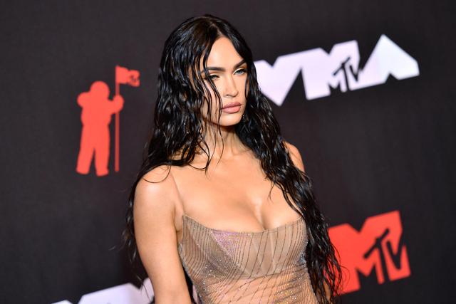 Tampilan Eksentrik & Berani dari 7 Selebriti di MTV VMA 2021 (765530)