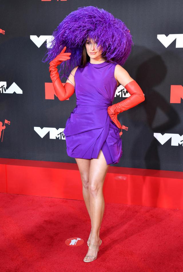Tampilan Eksentrik & Berani dari 7 Selebriti di MTV VMA 2021 (765532)