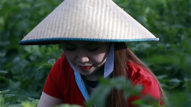 Cerita Nadia Sumendap, Wanita Muda Memesona yang Tak Malu Jadi Petani (638682)
