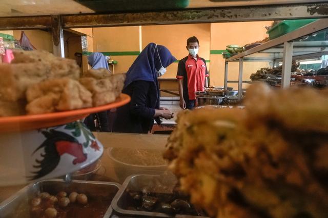 Foto: Warung Makan dan PKL Dapat Bantuan Tunai  (1233590)
