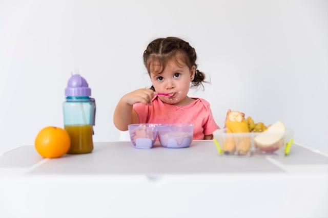 Tahap Perkembangan Anak Usia 2 Tahun, Mulai Lancar Bicara hingga Makin Mandiri (71054)