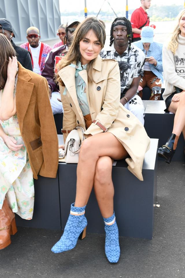 Gaya Busana Luna Maya saat Hadir di Coach New York Fashion Week 2022 (856144)