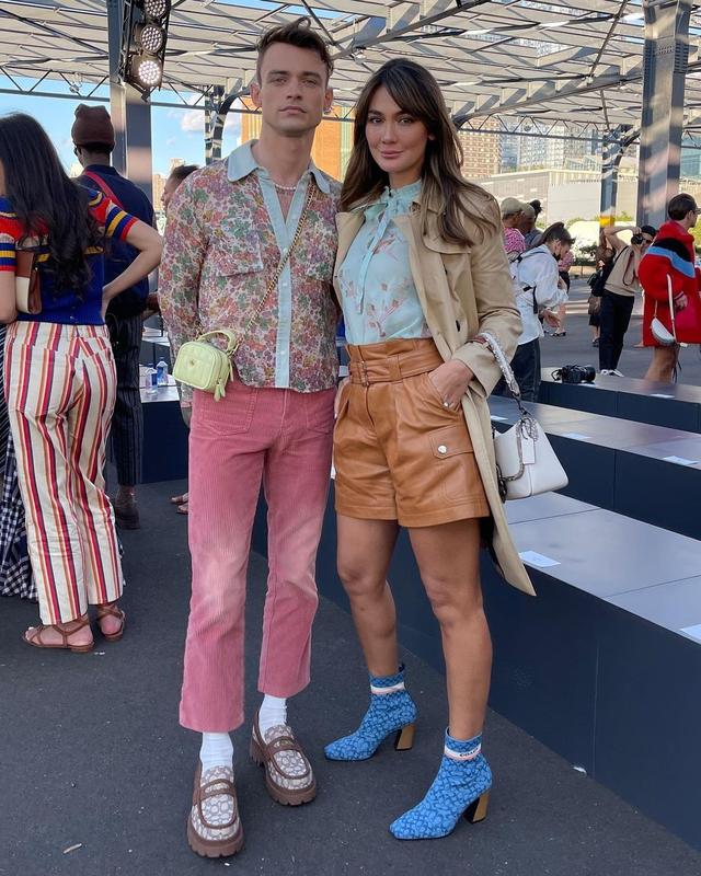 Gaya Busana Luna Maya saat Hadir di Coach New York Fashion Week 2022 (856147)