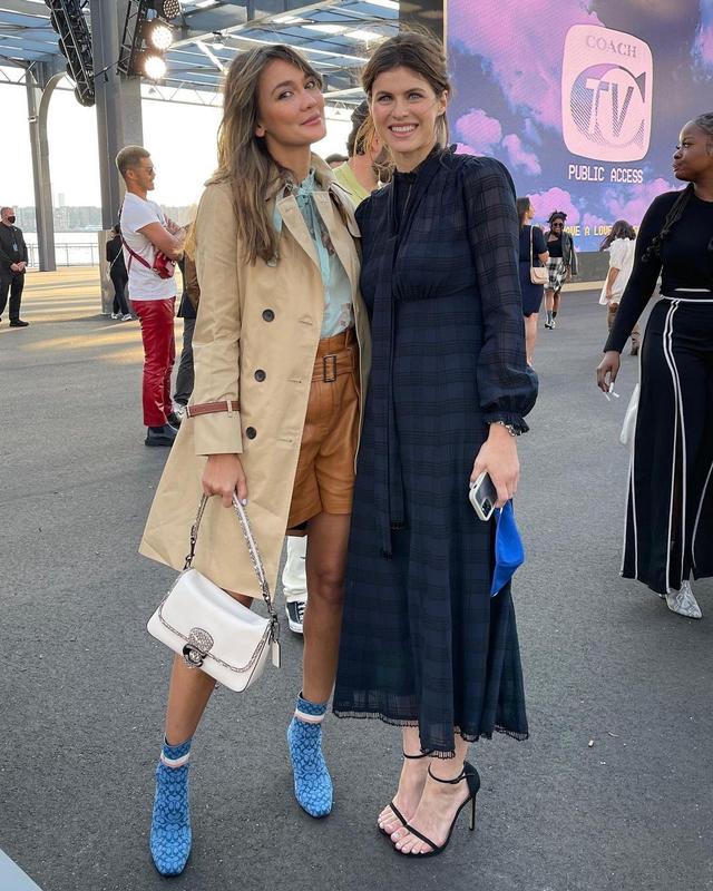 Gaya Busana Luna Maya saat Hadir di Coach New York Fashion Week 2022 (856145)