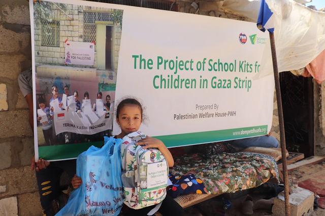 Dompet Dhuafa-YBM BRI Distribusi Ratusan Paket School Kits Bagi Pelajar Di Gaza (15398)