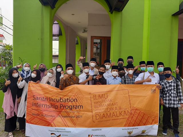 Program Magang Inkubasi Santri: Inovasi dalam Pendidikan Vokasi (11224)