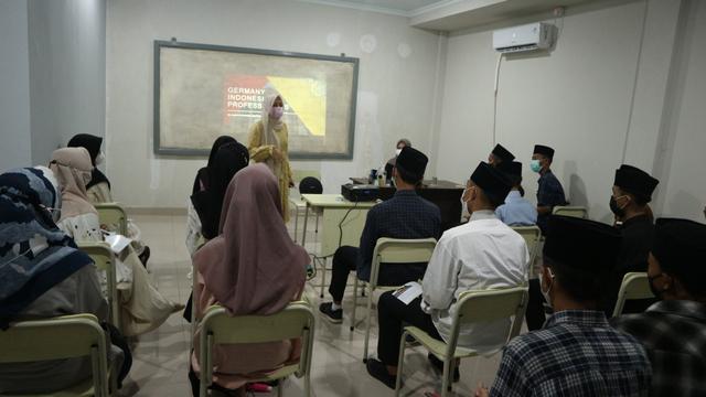 Program Magang Inkubasi Santri: Inovasi dalam Pendidikan Vokasi (11226)