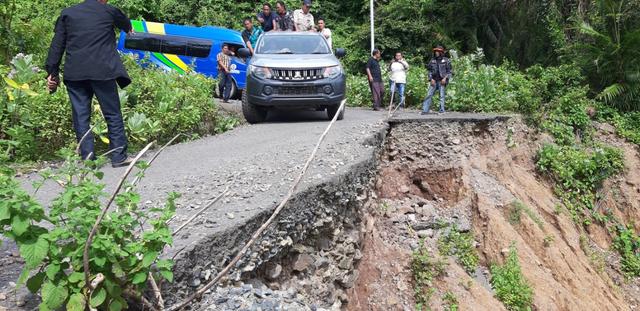 Jalan Rusak di Kawasan Wisata Pulo Aceh, Warga Harapkan Perbaikan (16088)