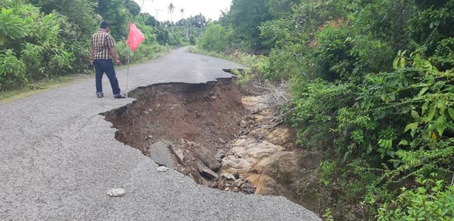 Jalan Rusak di Kawasan Wisata Pulo Aceh, Warga Harapkan Perbaikan (16089)