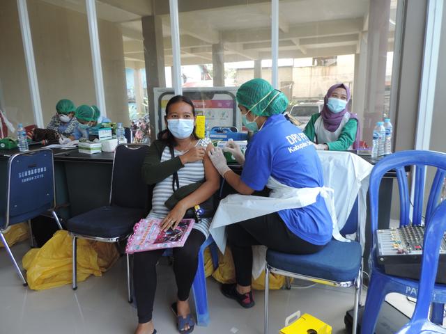 Cerita Ibu Hamil di Sekadau Usai Disuntik Vaksin Corona: Ngantuk dan Lapar (55731)