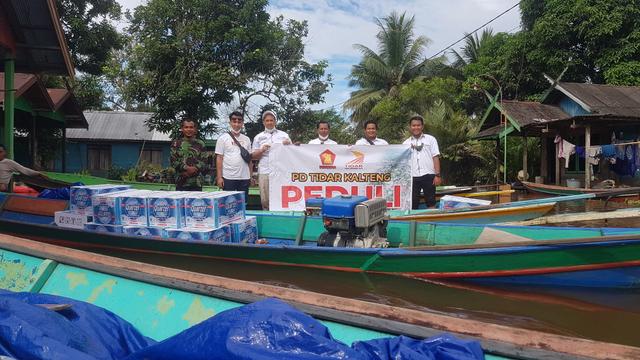 PD Tidar Kalteng Berikan Bantuan kepada Warga Kotawaringin Lama Terdampak Banjir (9167)