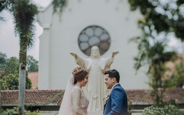 Dituding Pindah Katolik demi Menikah, Ini Penjelasan Anak Minati Atmanegara (54933)