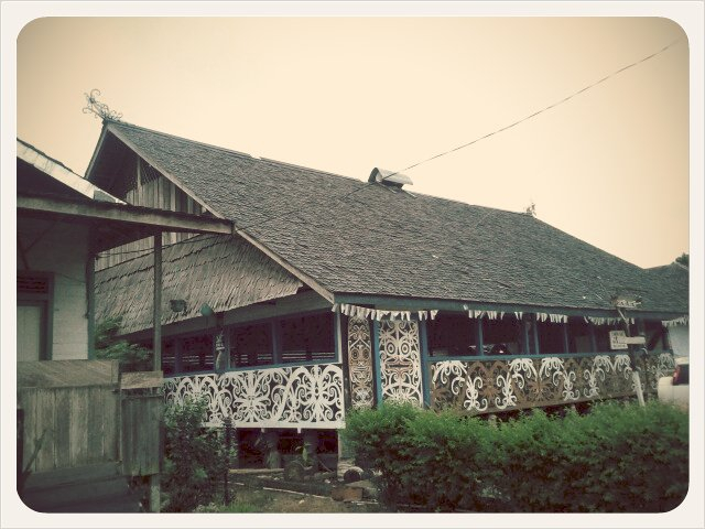 Mengenal Keunikan Rumah Adat Lamin Khas Kalimantan Timur (1255378)