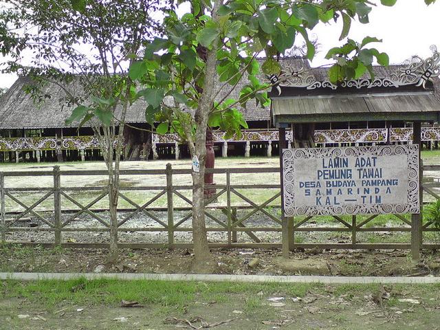 Mengenal Keunikan Rumah Adat Lamin Khas Kalimantan Timur (1255379)