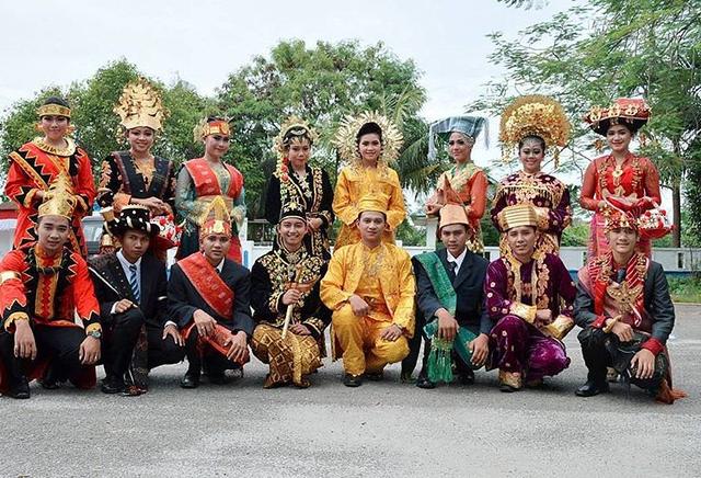 Keragaman Pakaian Adat di Indonesia, dari Provinsi Aceh sampai Papua (853239)