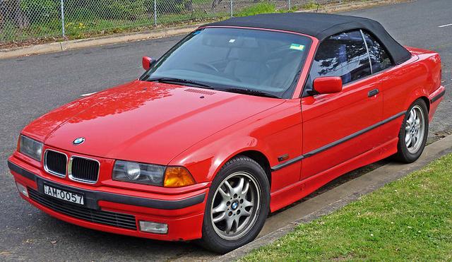 5 Mobil Sedan Tahun 90-an yang Masih Tetap Keren Dipakai Saat Ini (417341)
