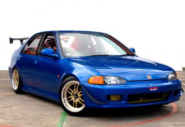 5 Mobil Sedan Tahun 90-an yang Masih Tetap Keren Dipakai Saat Ini (417342)