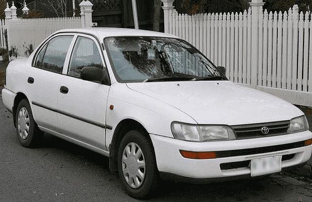 5 Mobil Sedan Tahun 90-an yang Masih Tetap Keren Dipakai Saat Ini (417343)