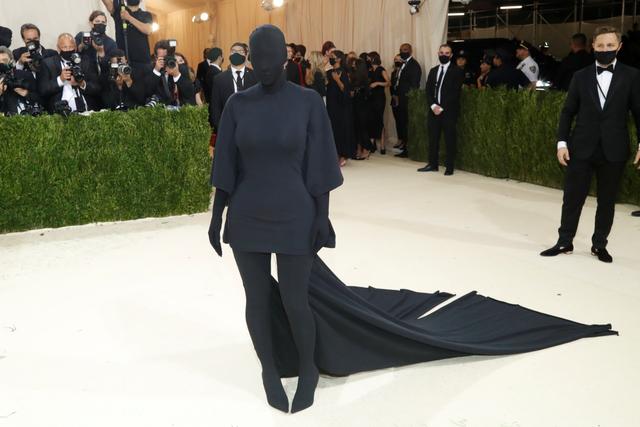 Kim Kardashian Tampil dalam Kostum Tanpa Wajah di Met Gala, Ini Detailnya (8919)