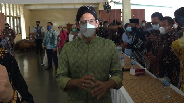 Nadiem: Tak Ada Kewajiban Siswa Harus Vaksinasi Dulu untuk PTM (11827)