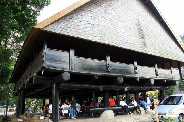 5 Keunikan Rumah Adat Tambi dari Provinsi Sulawesi Tengah (147858)