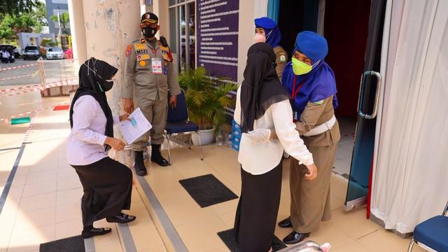 Foto: Ujian Seleksi PNS Aceh, Ketat Prokes (13502)