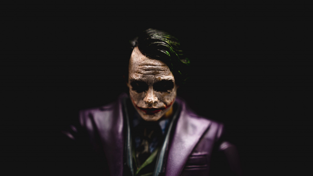 Joker dan Kebaikan yang Dikaburkannya (10049)