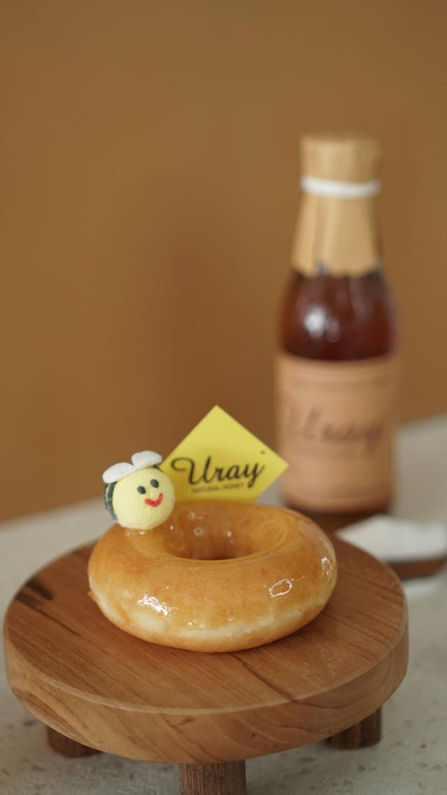 Lembut dan Empuk, Donat Krispy Kreme Berlapis Madu Uray Bak Jeli (883261)