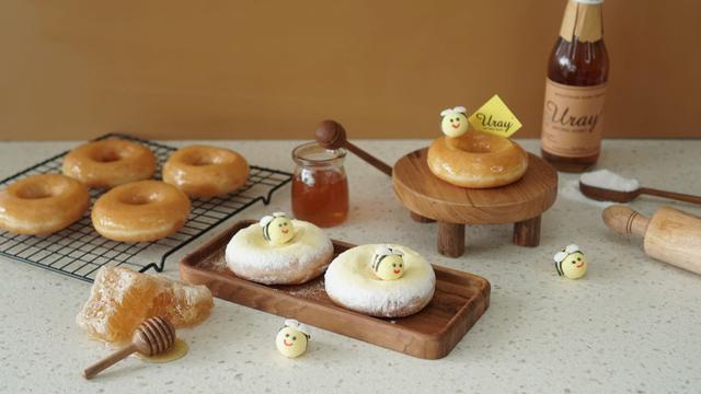 Lembut dan Empuk, Donat Krispy Kreme Berlapis Madu Uray Bak Jeli (883263)