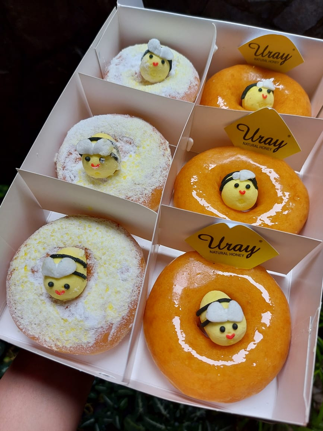 Lembut dan Empuk, Donat Krispy Kreme Berlapis Madu Uray Bak Jeli (883260)