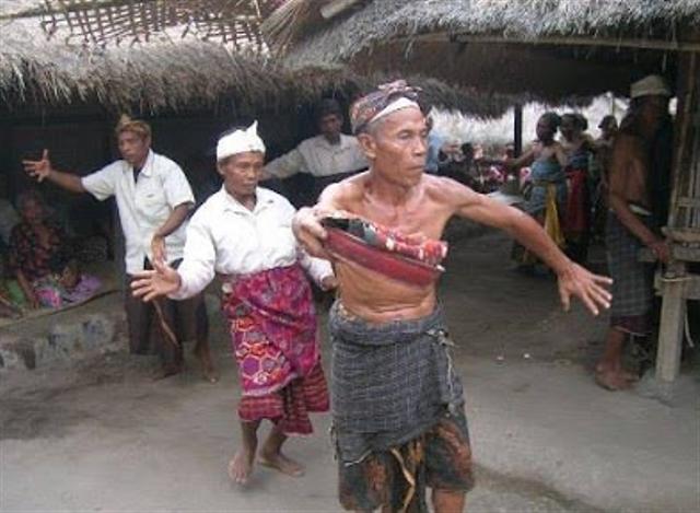 Asal Usul dan Tujuan Dilakukan Tari Suling Dewa dari Nusa Tenggara Barat (68611)